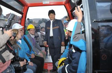 Presidente Evo inspeccionó una de las estaciones del Teleférico