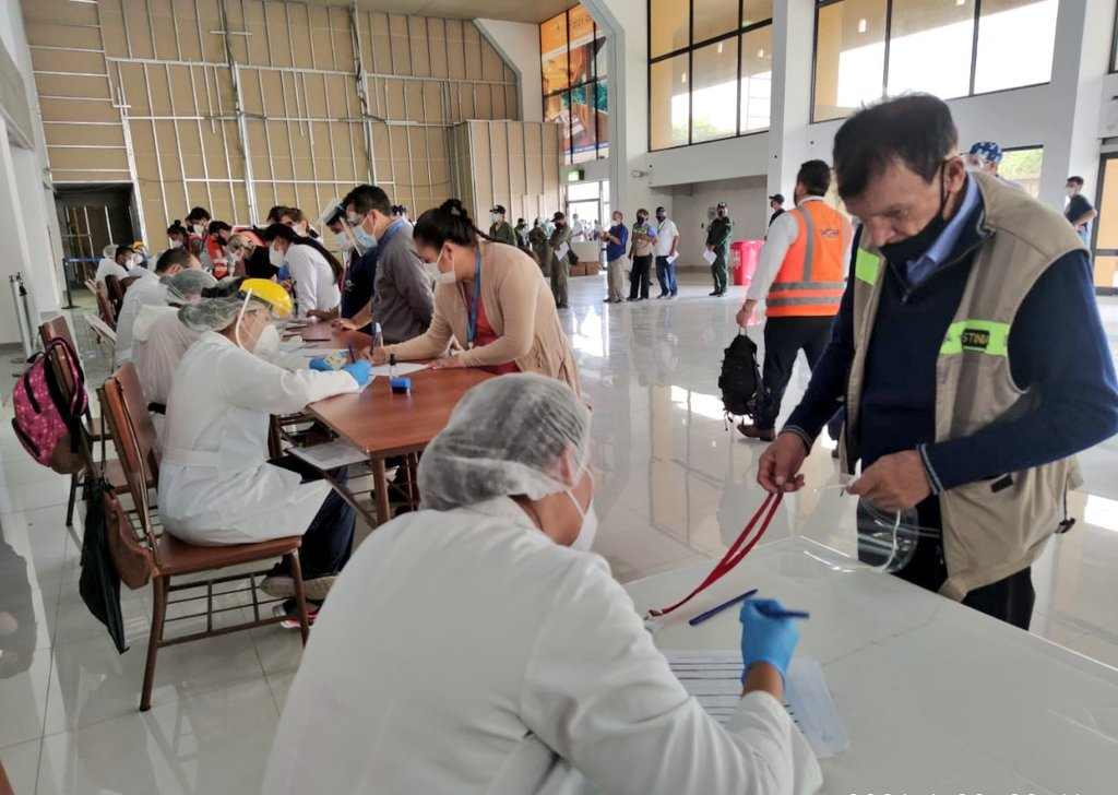 CENETROP realiza 890 pruebas antígeno-nasal en Viru Viru para detectar  casos positivos a COVID-19 | Viceministerio de Comunicación - Bolivia