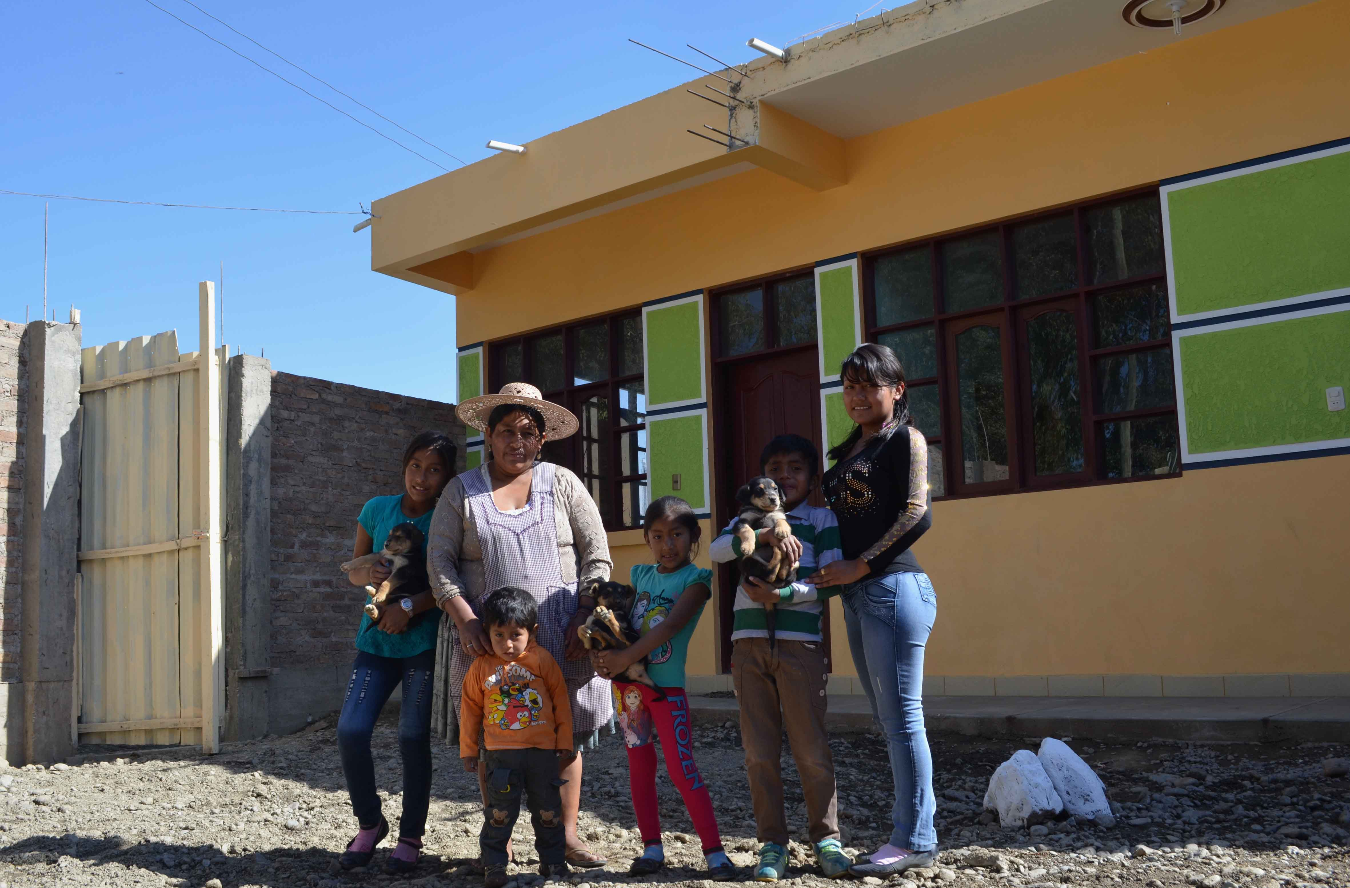 Familias De Vinto Y Quillacollo Reciben 46 Viviendas Mejoradas Y Ampliadas Viceministerio De Comunicacion Bolivia
