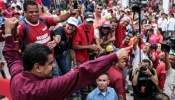 El presidente de Venezuela, Nicolás Maduro, recibe el apoyo del pueblo venezolano - Telesur