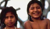 Niños pertenecientes al pueblo indígena Gurasu`we