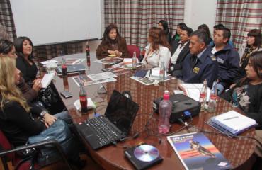 Ministra Dávila comparte criterios con los comunicadores del Estado